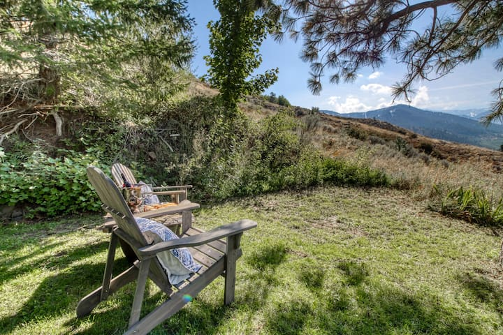 Quiet, hillside home w/ private hot tub & mountain view - near skiing at Mission