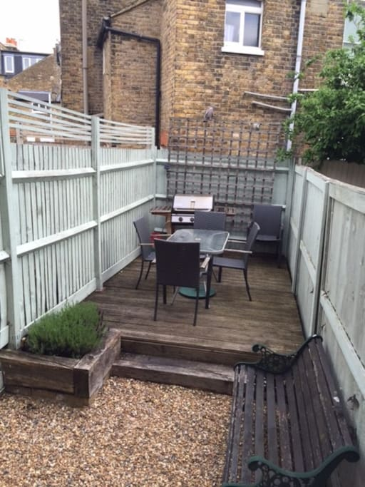 Great outside area including fully functioning 4 burner BBQ.