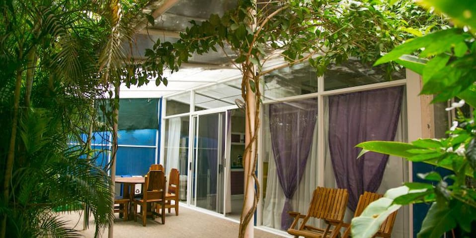 modern house w/ jacuzzi,130 mts to the beach