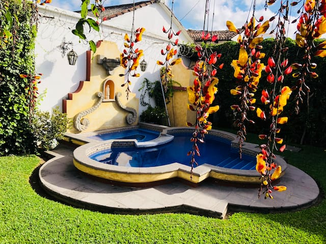 DREAMLOFT w/pool and garden. Center Antigua