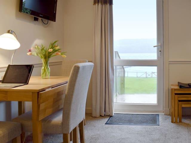 Balloch Apartment - UK7088 (UK7088)