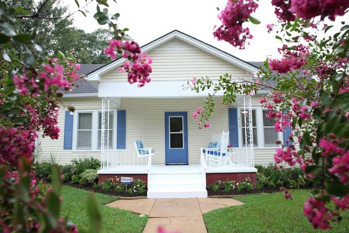 Vintage Southern Comfort Cottage - Brenham - Wikt i opierunek