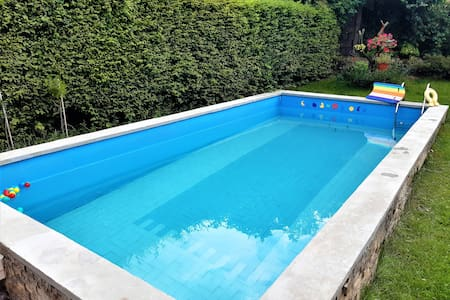 Friendly house with pool, garden and parking