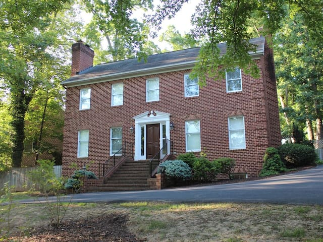 Family Friendly Home--2 Miles From JMU