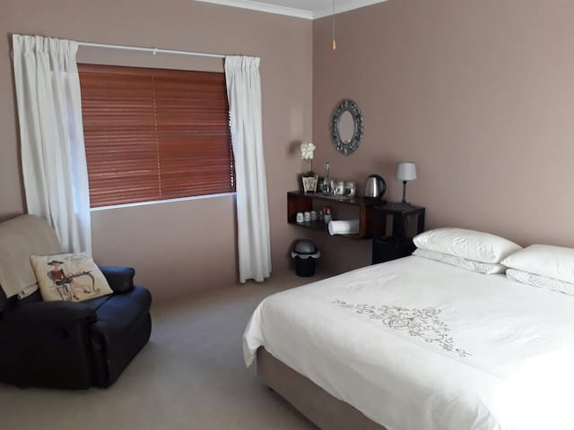 Comfortable room in the heart of the Western Cape - Kapstadt