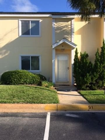 Two bedroom townhome next to pool - Destin - House
