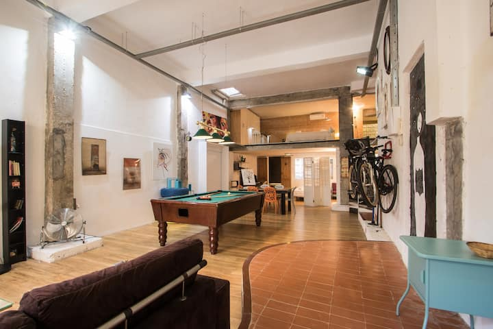 2 floors disegn Loft. Piano. Pool table. Backyard.