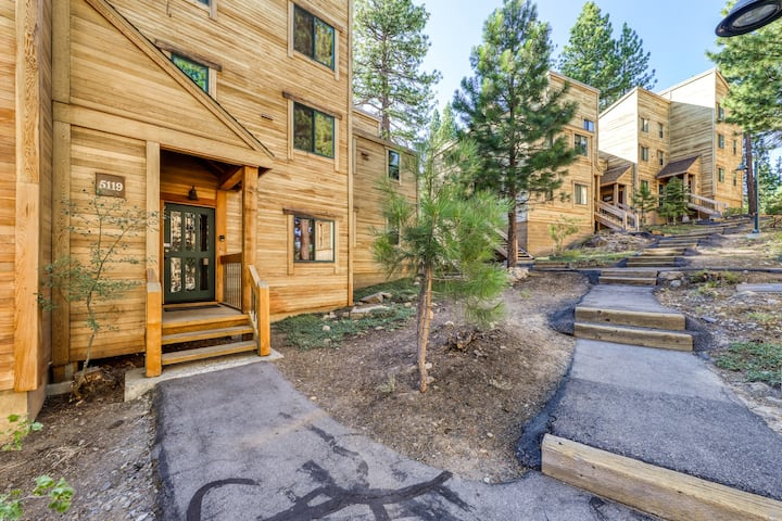 New listing! Large, dog-friendly condo close to skiing & downtown w/ shared pool
