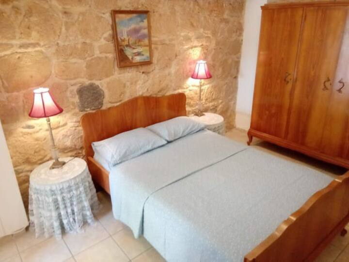 Relax in Aegina town, in a Downstairs apartment