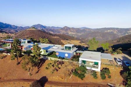 6 bedroom Malibu hilltop views - Malibu