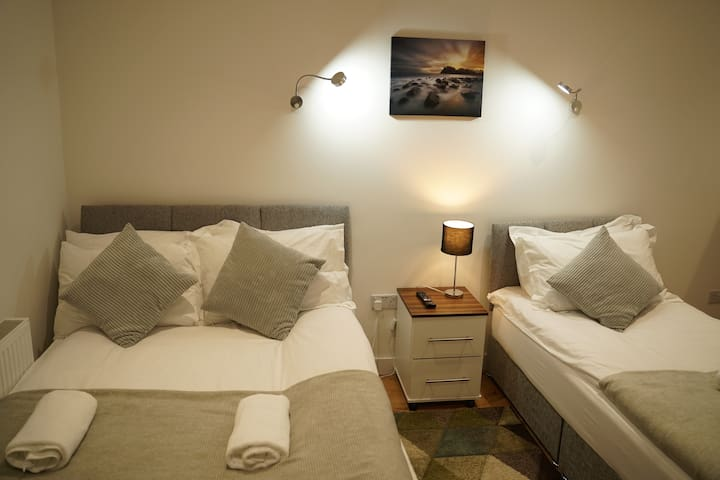 5* Family room-Comfort En-suite with Shower-City