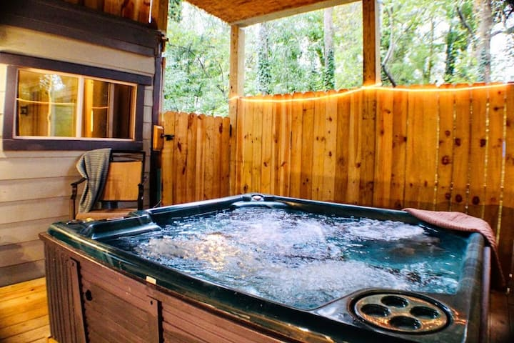 Peaceful Sanctuary in the heart of West Asheville