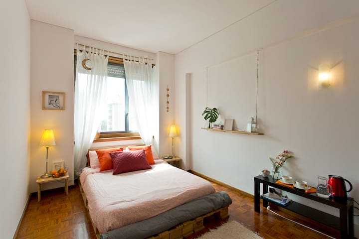 Bright DOUBLE ROOM + private BATHROOM in Porto - Porto - Condominio