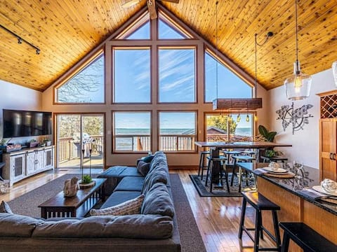 New Waterfront Luxury Family Cottage