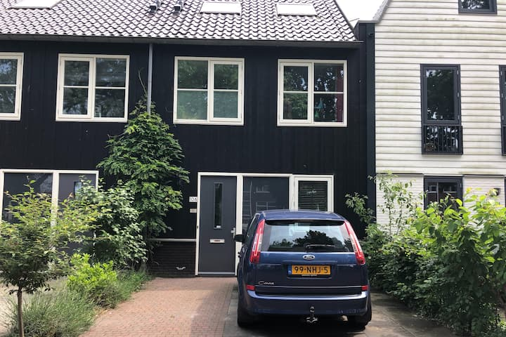 Full Family House in Amsterdam North/Free parking