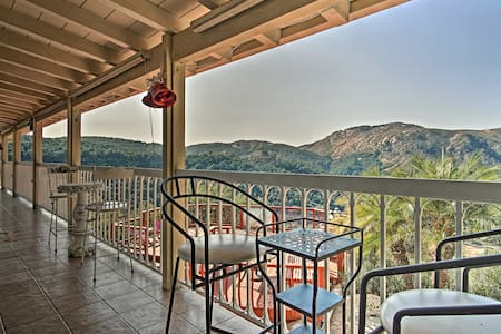 Hilltop Valley Center House w/Balcony & Mtn Views!