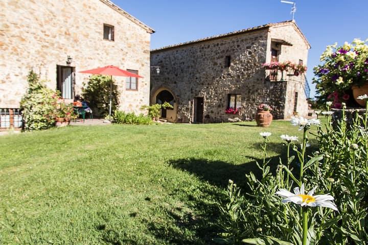 Farmhouse in Tuscany between Siena and Montalcino
