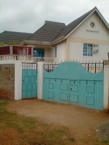 4 bedroom to let per day