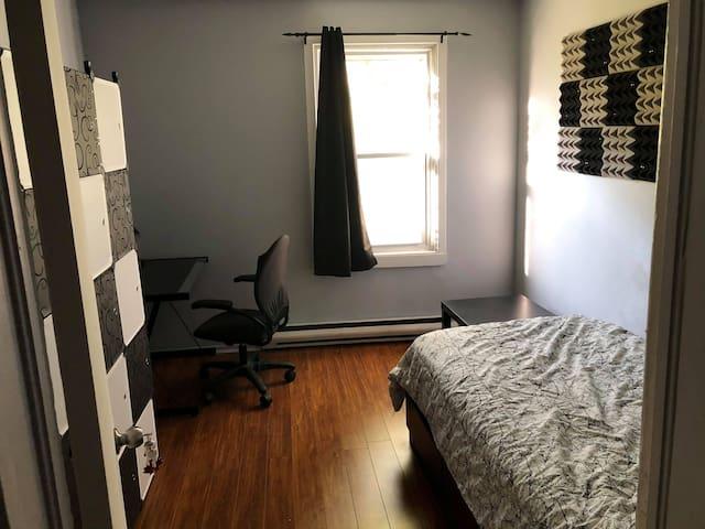A sunny room near downtown Ottawa walking distance