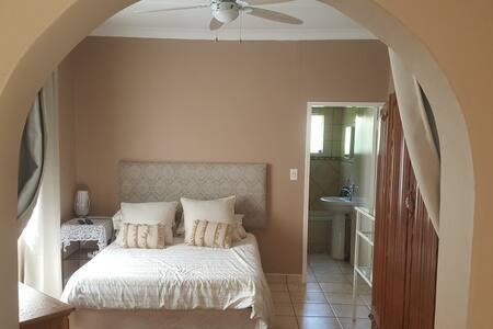 Sunset River Lodge - Caddis room