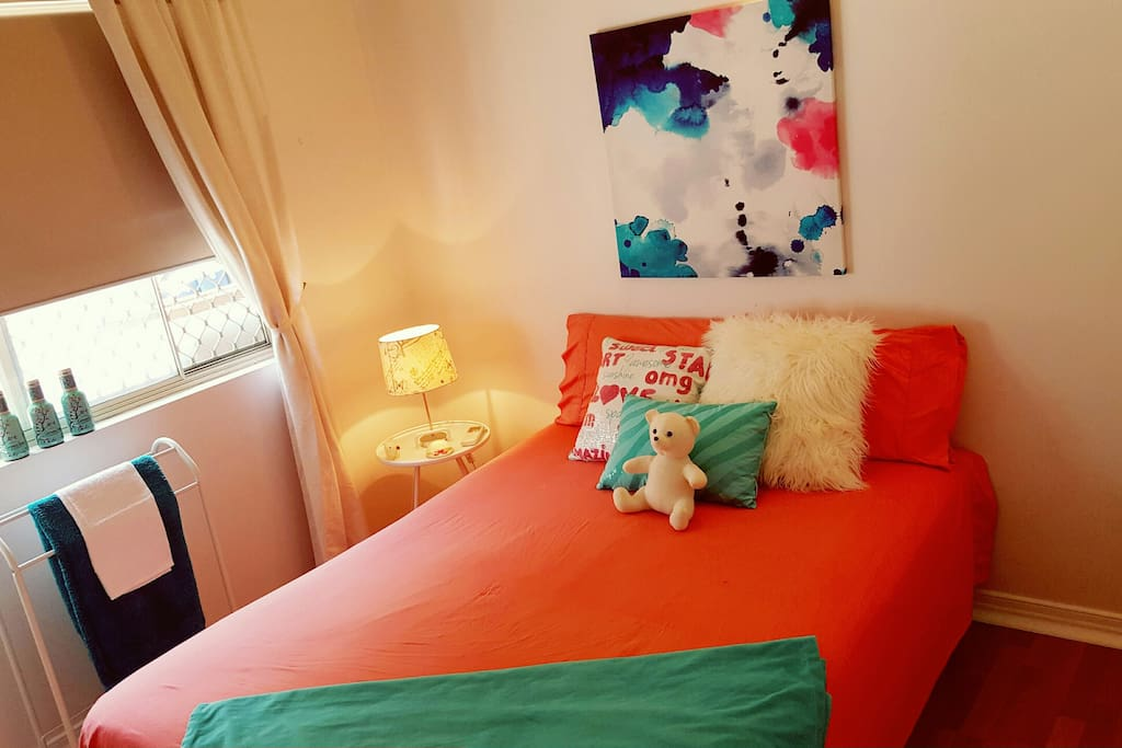 "NOTE: If you are a group of 4, I have another bedroom available also. This one has a double bed. So have a look to see if this is available as it may suit your group perfectly. ""Bright, Comfy Room in funky home - Close to all"""