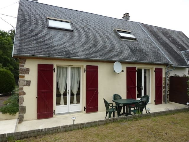Beautiful french cottage in a delightful village - Sourdeval-les-Bois - Apartment