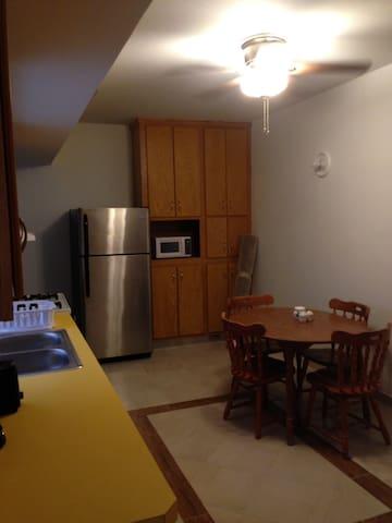 Área de cocina y comedor