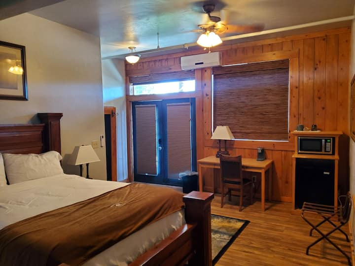 Buffalo Lodge of Bigfork Room 4