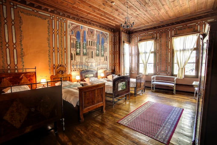 Old Plovdiv-Amazing Quadruple Room