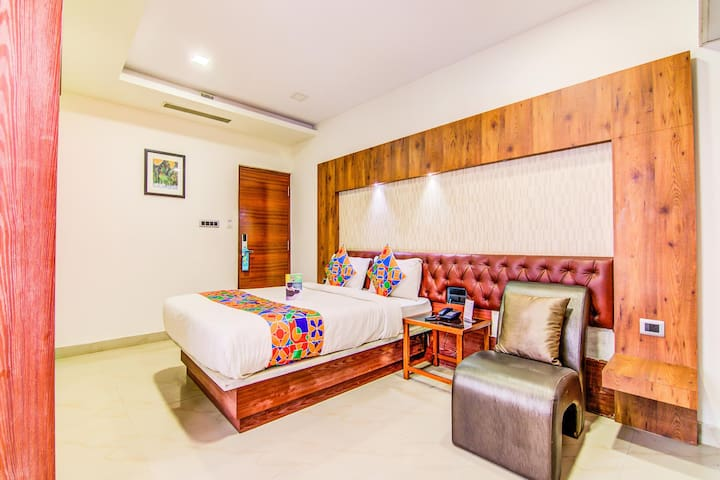 Bright and Scintillating Deluxe Rooms @Electronic City