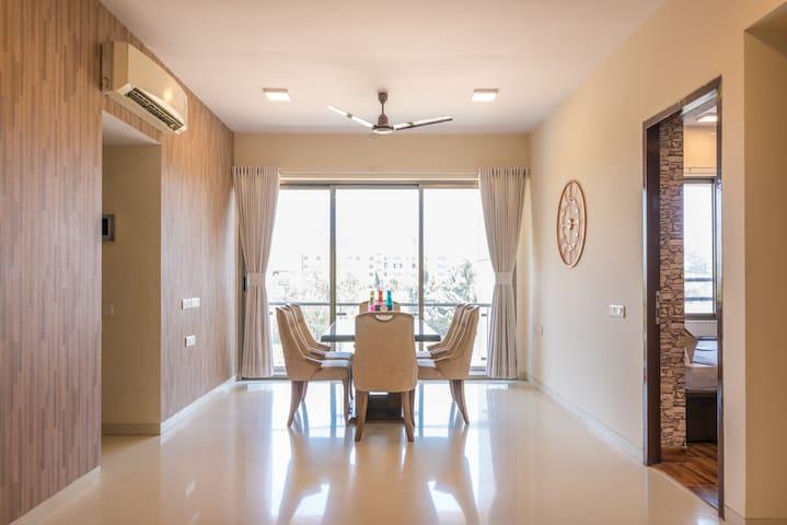 2.5 Bedroom + Stay + Breakfast + Midc Andheri east