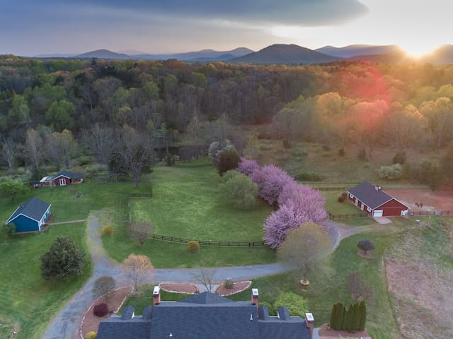 Fauna Haven-20acres, pond/hiking, horse boarding