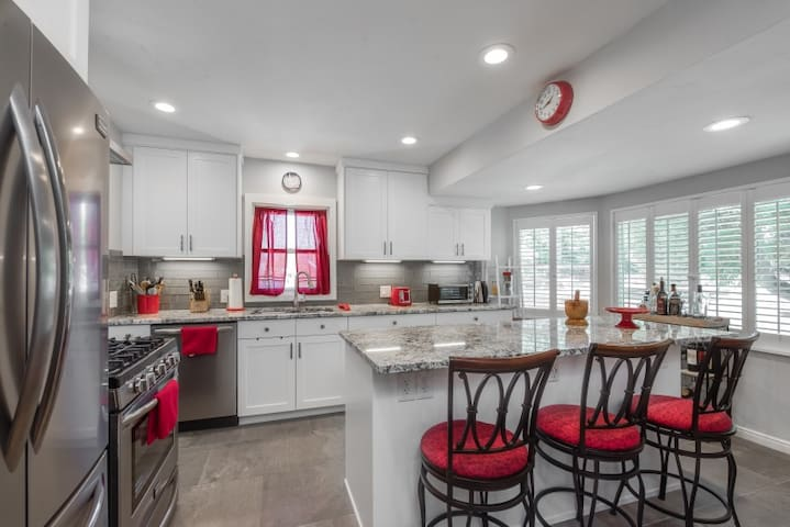 PARK PLACE - bright, spacious 4BR in Sugarhouse