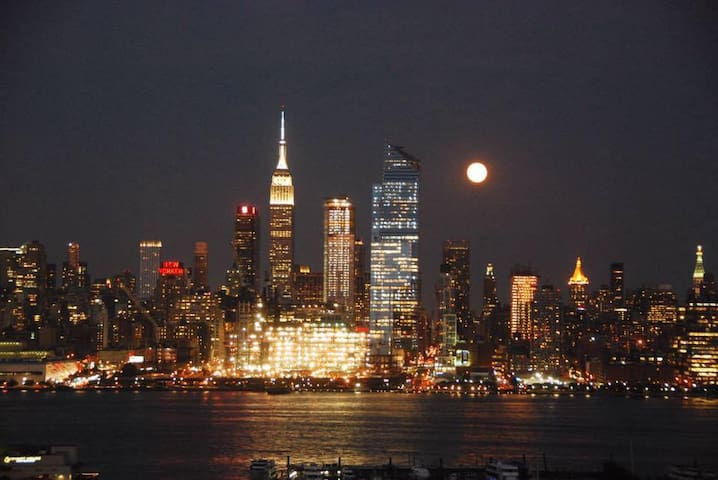 4th of July Special! Minutes to Times Square! - Weehawken - Appartement