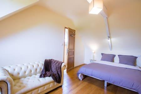 1 grande chambre mansardée - Boqueho