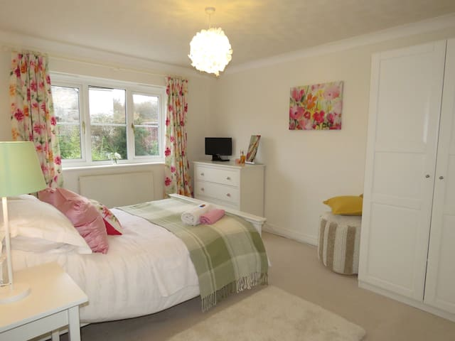 Up to 3 stunning bedrooms - en suite + bathroom