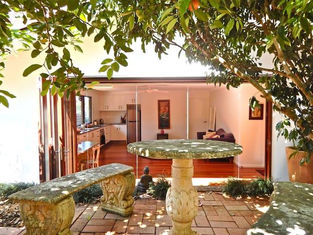 Luxury Retreat Studio - Bangalow - Villa