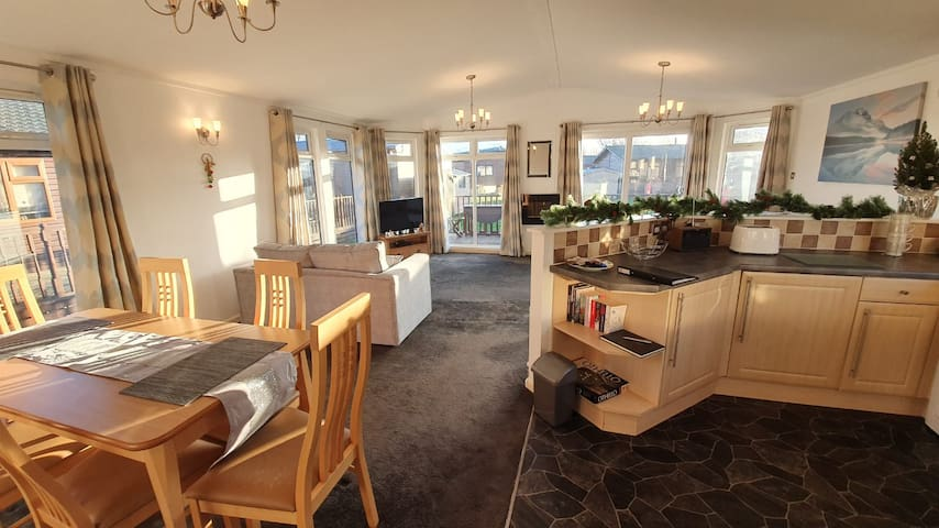 Willow Lodge - Three Bed-Lodge-Private Bathroom