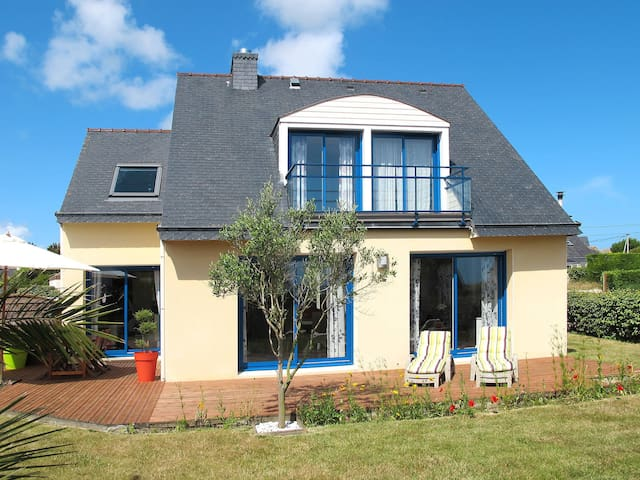 Holiday home in Plouneour-Trez