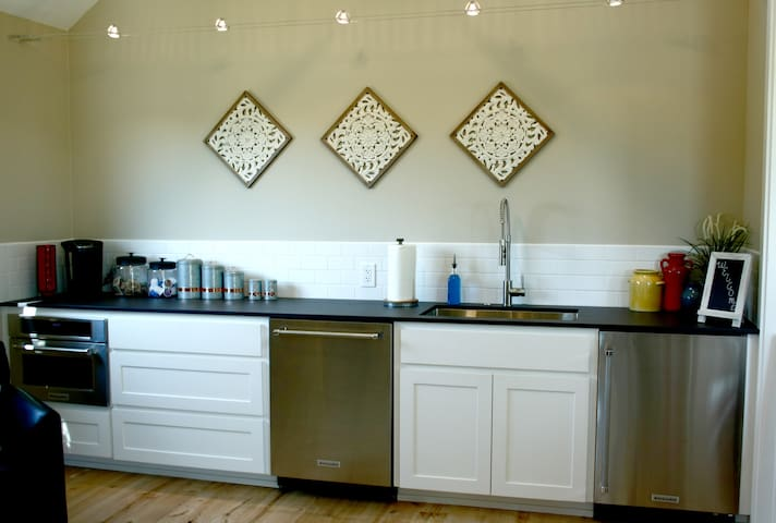 Prepare snacks in kitchenette with refrigerator, dishwasher and microwave.