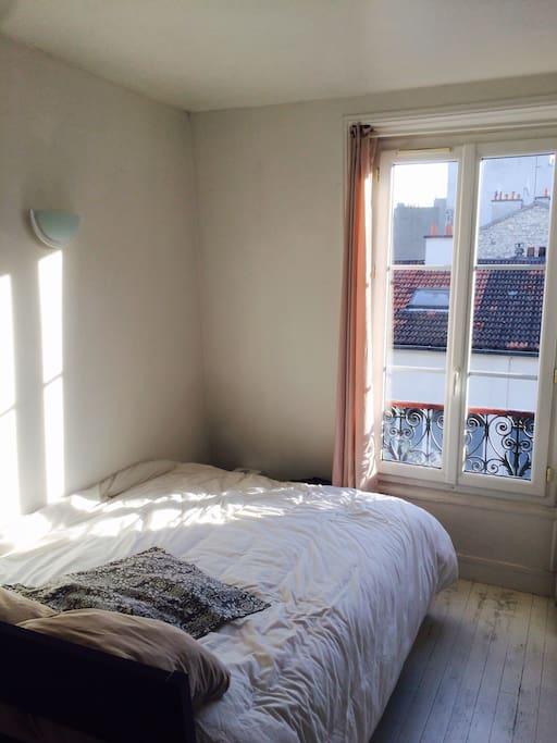 Chambre avec lit 2 places très confort (matelas neuf), sans vis à vis
