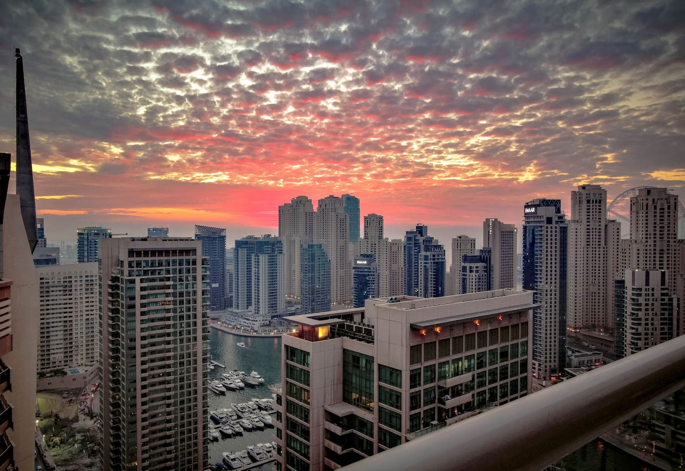 Extraordinary 30th fl. balcony view of the sunset overlooking Dubai Marina - with a glimpse of Ain Dubai (Dubai Eye) which is scheduled to open later in 2018.