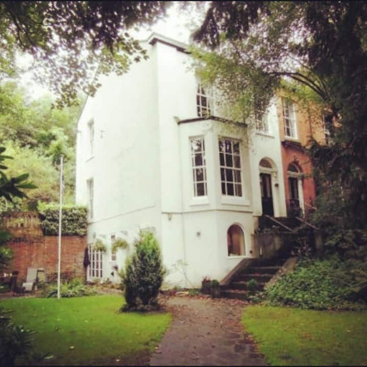 Large double bedrooms in big Victorian house
