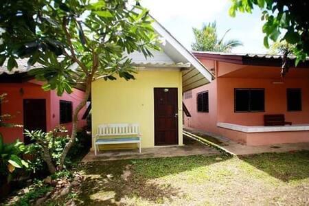 Goldencat House Pai