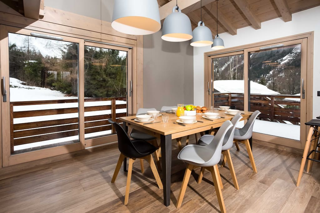 Dining room with up to 10 seats