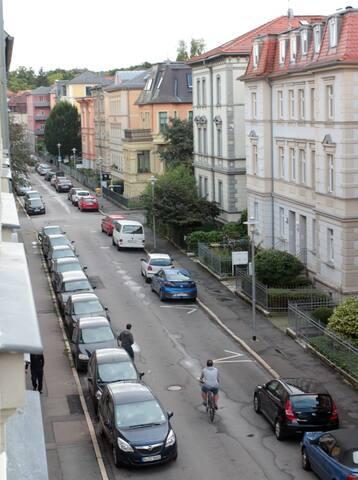 Die Thomas-Müntzer-Straße von unserer Wohnung aus fotografiert.