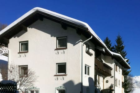 Room in private Chalet 5 min. walking from city - Sankt Anton am Arlberg - Chalupa