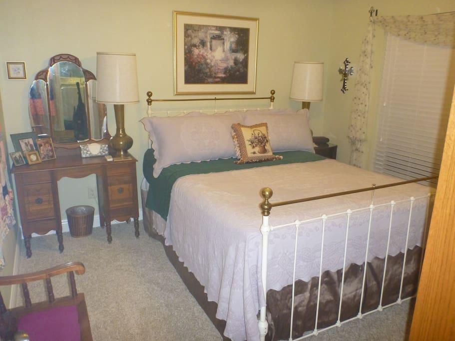 Bedroom has a Queen size Simmons Beautyrest.