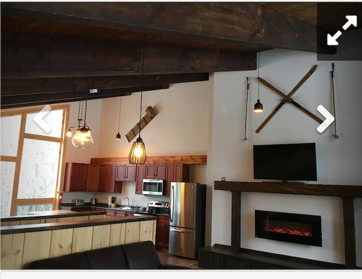 8 Bedroom Chalet with Hot Tub in Blue Mountains