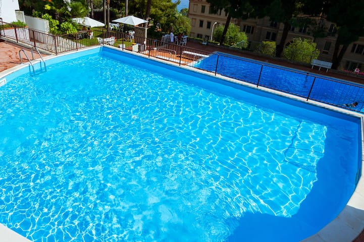 Deluxe 3-Bedroom Apartment - Garden, Pool and Park